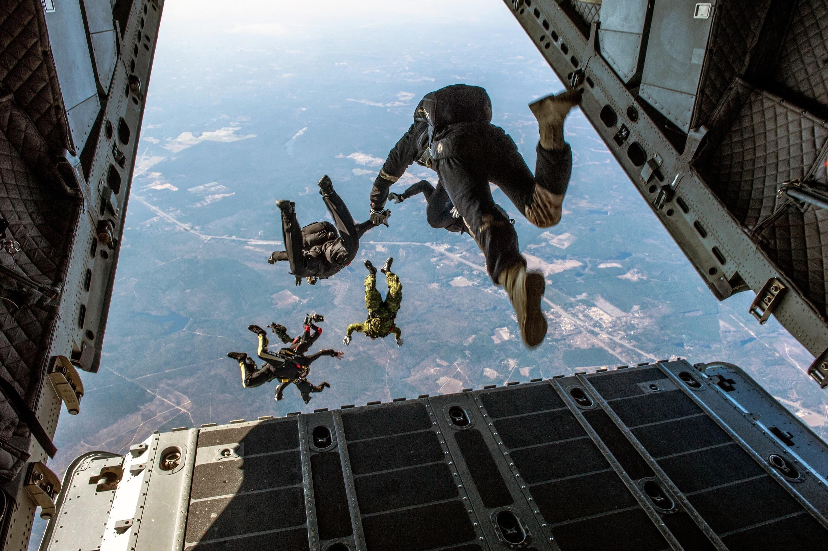 Ces « trucs » qui nous rassurent : L'effet parachute? - Wepsee